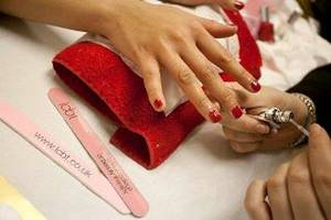 Free Mini Manicures: Guinness World Record Attempt