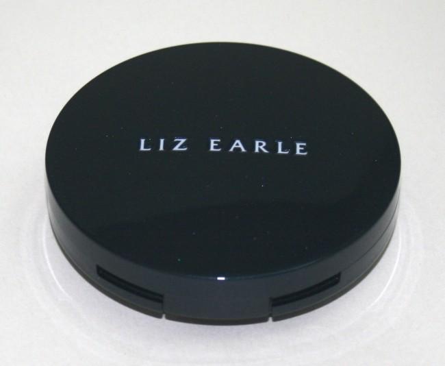 Liz Earle Perfect Finish Powder Foundation closed