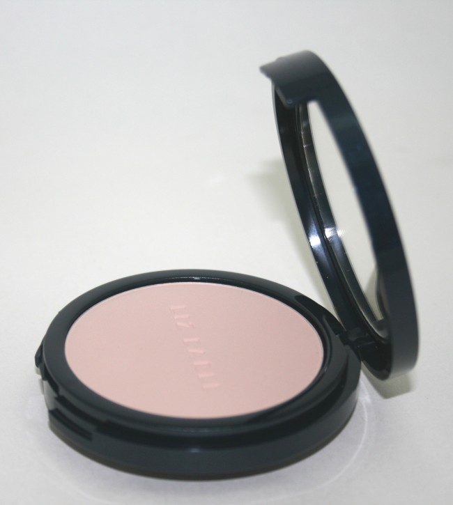 Liz Earle Perfect Finish Powder Foundation