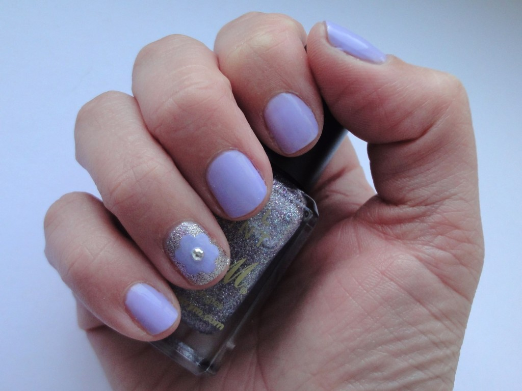 Guest Post: Lilac Flower Nail Art Tutorial