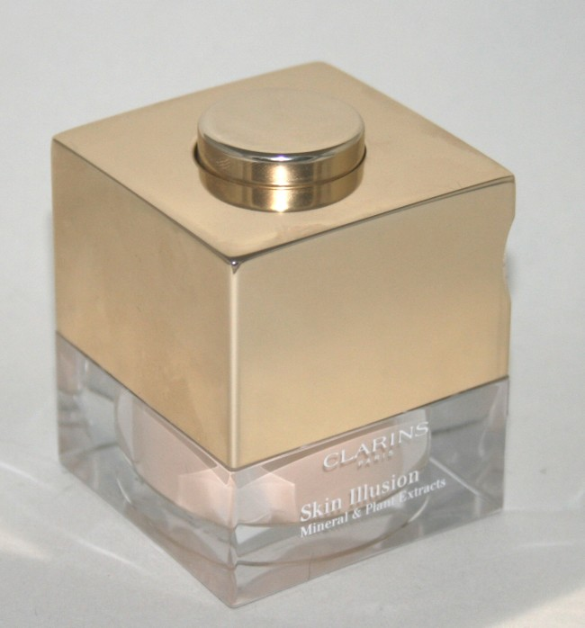 Clarins Skin Illusions Loose Powder Foundation angled packaging