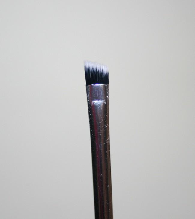 Real Techniques Nic's Pics Eyeliner Brush