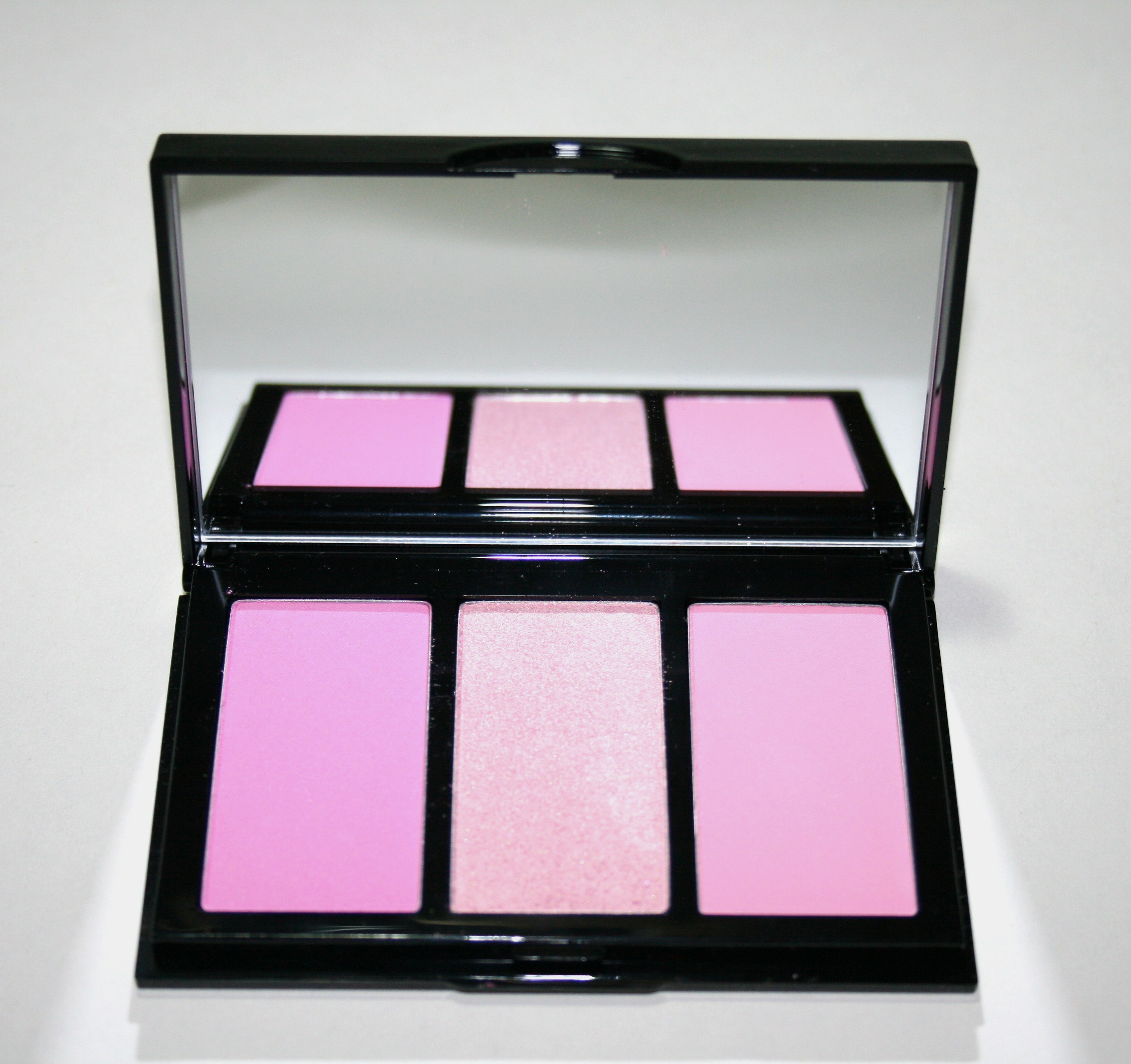 Bobbi Brown Hot Collection Cheek Palette in Pink