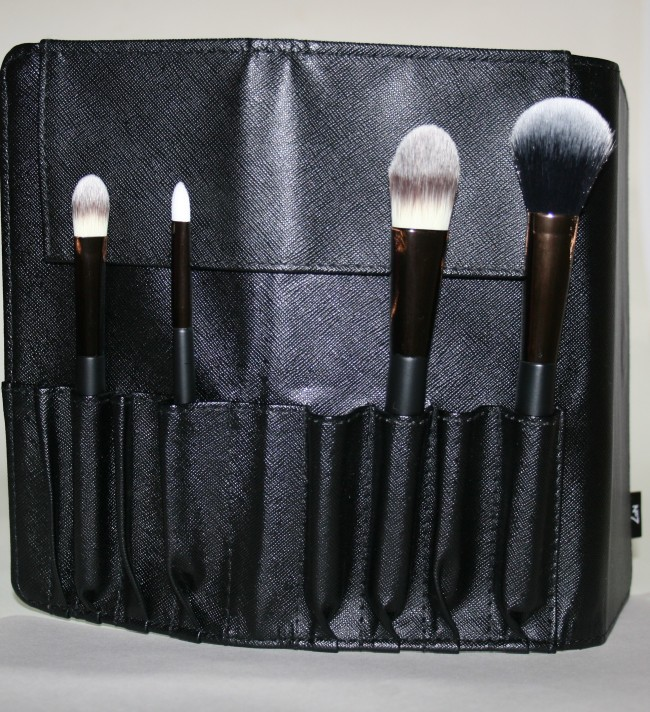 Boots No7 Core Collection Brush Roll