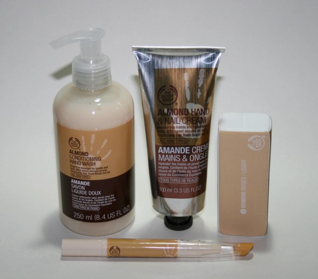 The Body Shop Almond Hand & Nail Expert Set Christmas