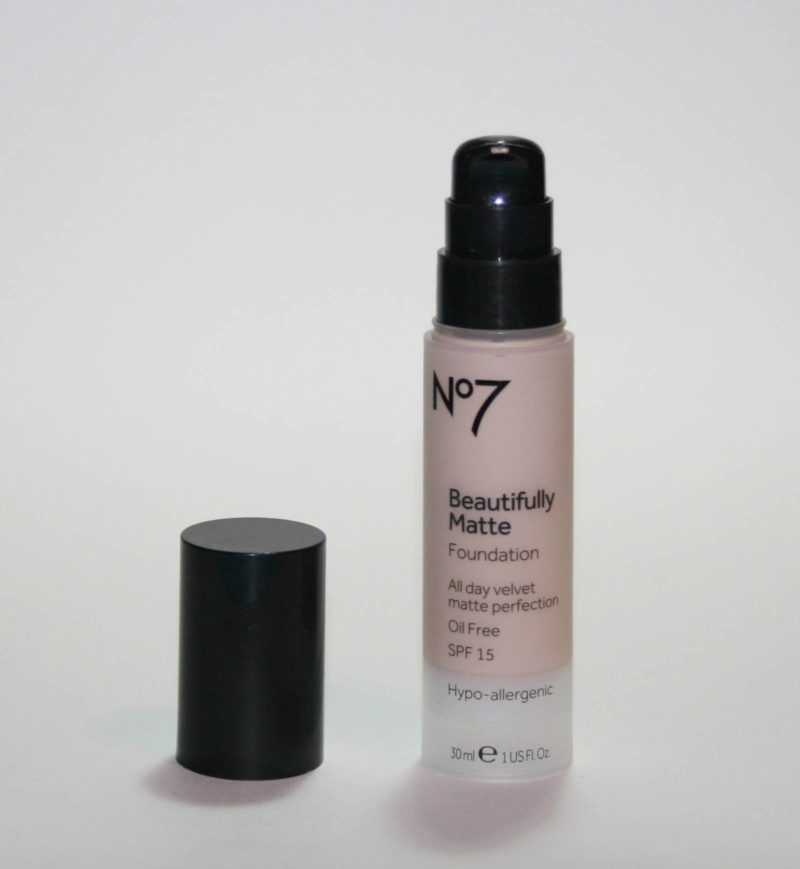 Boots No7 Beautifully Matte Foundation