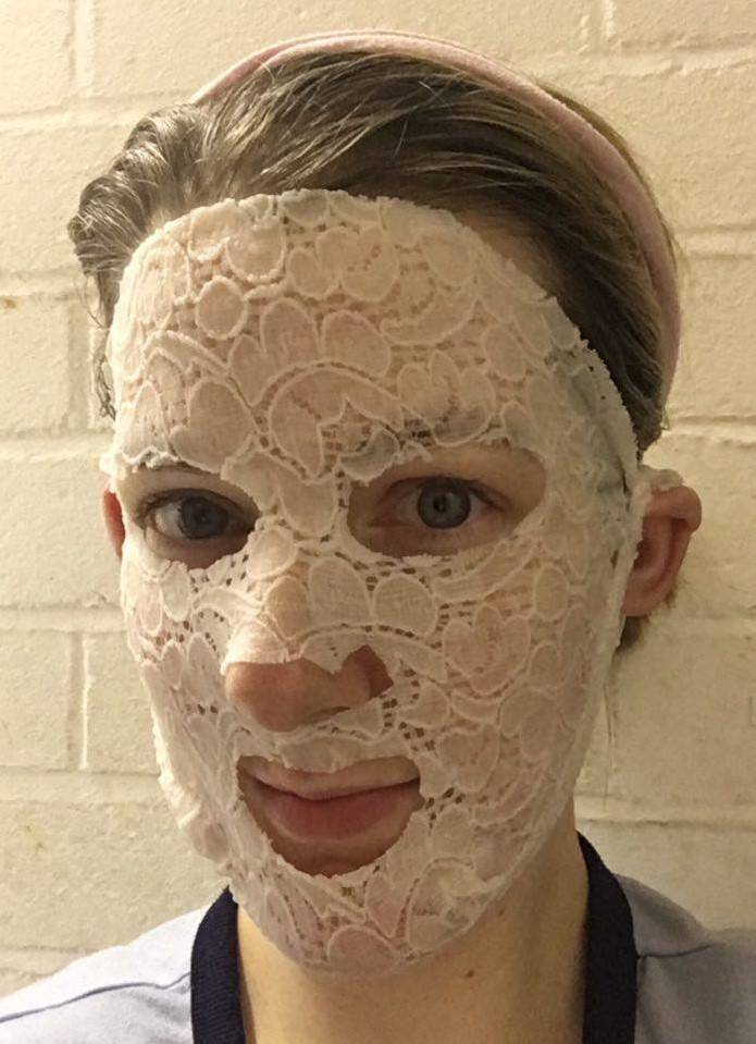 dermovia-lace-your-face-calming-chamomile-face-mask-review