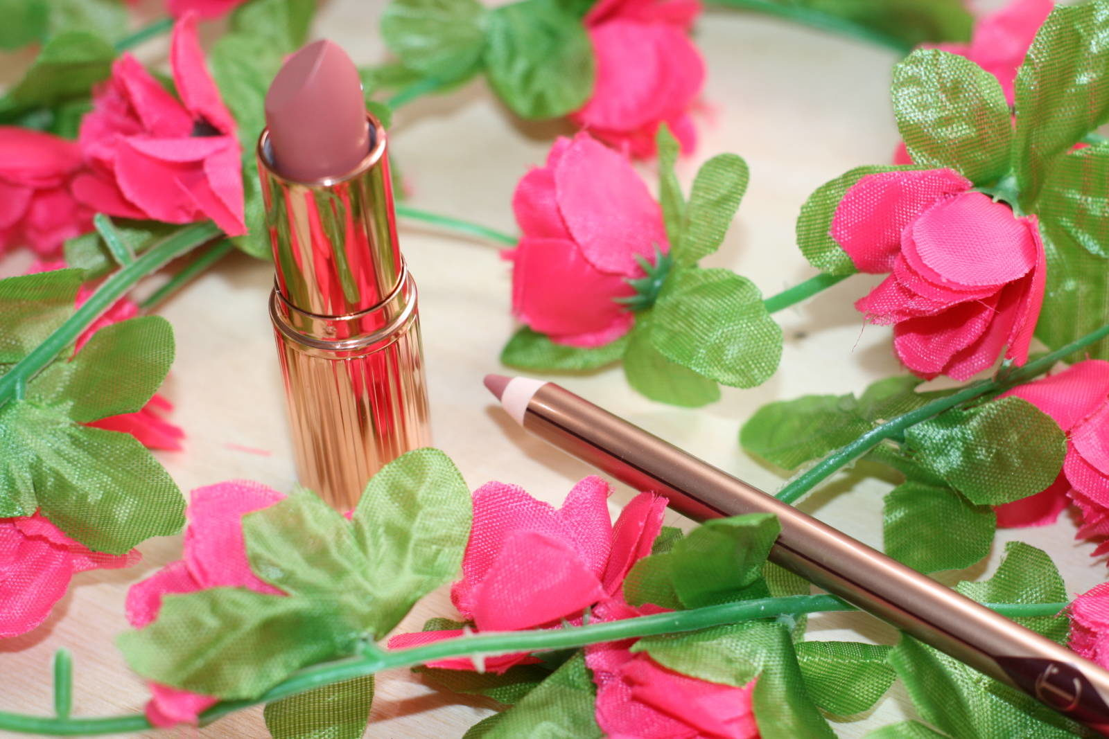 Charlotte Tilbury The Complete Natural, Glowing Look Lips