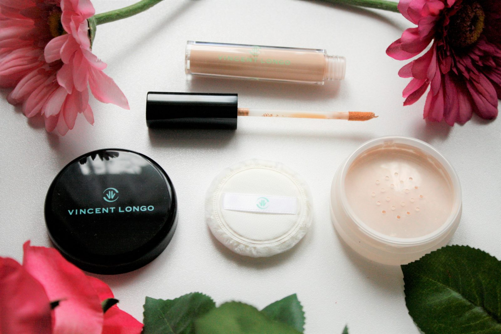 Vincent Longo Cosmetics Concealer and Pressed Powder Review